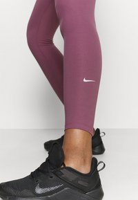Nike Performance - ONE - Tights - light mulberry - 3