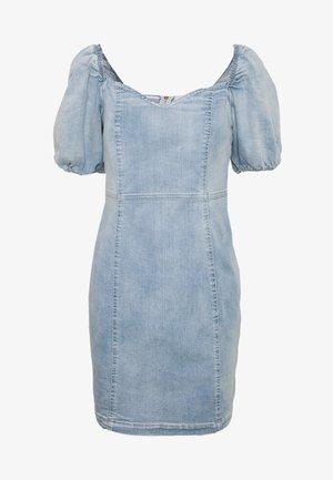 Denimové šaty - light buzzy