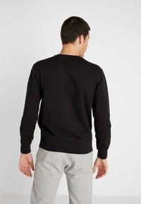 Champion - BIG SCRIPT LOGO CREWNECK - Sweatshirt - new black - 2