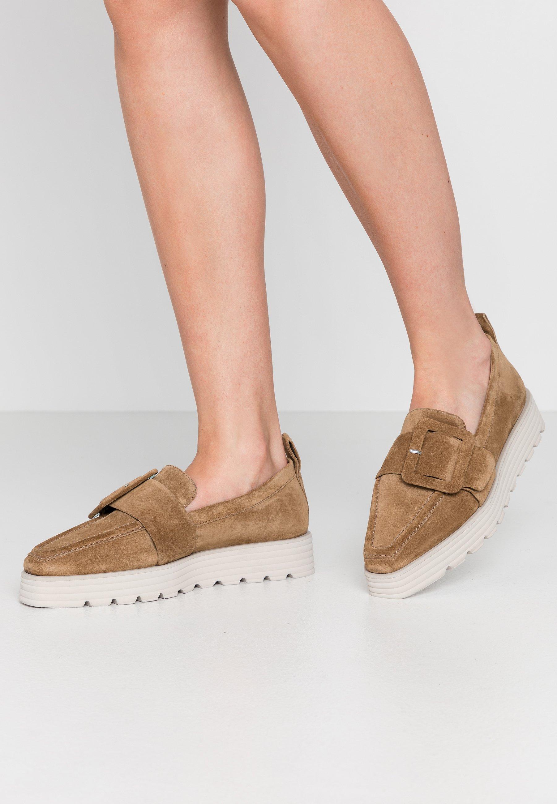 Braune Slipper für Damen   Style zum Hineinschlüpfen