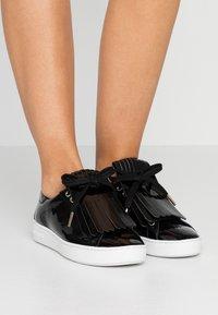 MICHAEL Michael Kors - KEATON KILTIE - Sneaker low - black - 0
