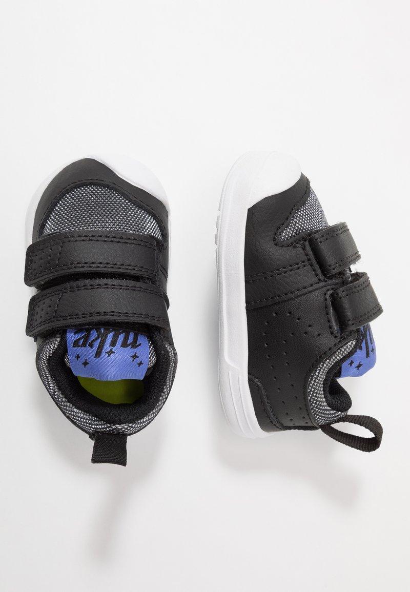 Nike Performance - PICO 5 GLITTER  - Sportschoenen - black/white/sapphire