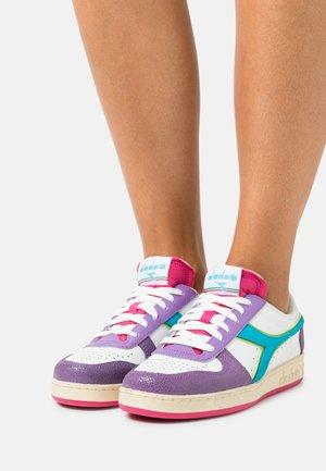 MAGIC BASKE ICONA - Sneaker low - english lavender/white