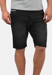 INDICODE JEANS - ALESSIO - Denim shorts - black - 0