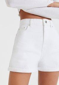 PULL&BEAR - Denim shorts - white - 3