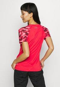 Gore Wear - DAMEN TRAIL TRIKOT KURZARM - T-Shirt print - hibiscus pink/chestnut red - 2