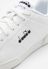 Diadora - IMPULSE I UNISEX - Zapatillas - white /black - 3
