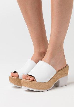 Pantolette hoch - white