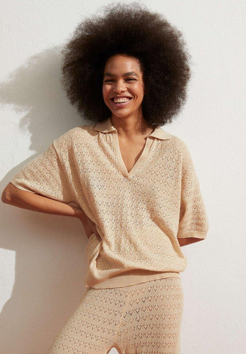 OYSHO - Polo shirt - beige