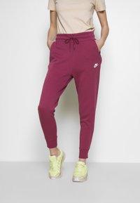 Nike Sportswear - W NSW TCH FLC PANT - Joggebukse - mulberry rose/white - 0