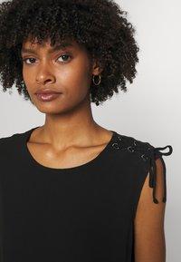 DKNY - Print T-shirt - black - 3