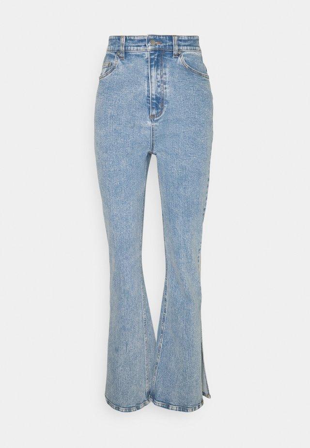 SPLIT SIDE JEAN - Flared Jeans - washed blue