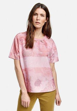 MIT ROSENMUSTER - Blouse - lila/pink druck