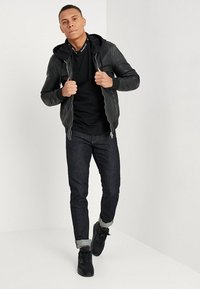 Calvin Klein Jeans - 026 SLIM FIT - Slim fit jeans - antwerp rinse - 1