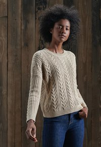 Superdry - DROPPED SHOULDER CABLE CREW NECK - Neule - mid caramel twist - 1