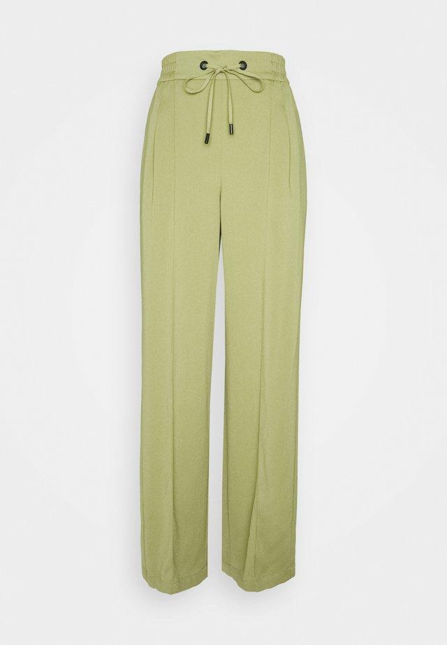 CHERRY JOGGER - Pantalones deportivos - olive