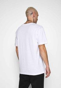 Chi Modu - ICE T  - T-shirt med print - white - 2