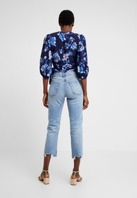 GAP - CHEEKY BLEECKER SHADOW - Straight leg jeans - light-blue denim - 2