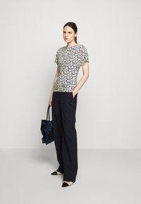 WEEKEND MaxMara - FOSCO - Print T-shirt - ozean - 1