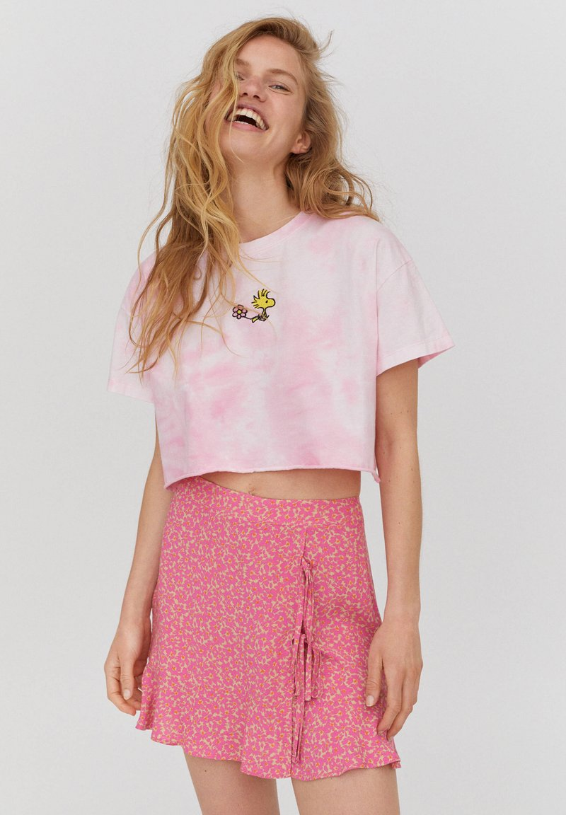 PULL&BEAR - PEANUTS - Print T-shirt - rose