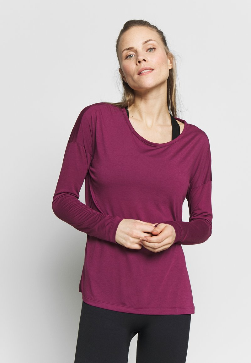 Nike Performance - DRY LAYER  - Sports shirt - villain red/shadowberry