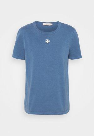 LOGO PATCH - Basic T-shirt - washed dark dawn blue