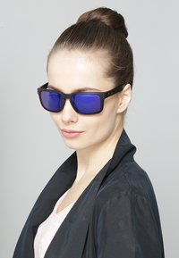 Oakley - HOLBROOK - Sunglasses - matte black/positive red iridium - 1