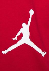 Jordan - AIR STRETCH CREW - Print T-shirt - gym red/black/(white) - 2