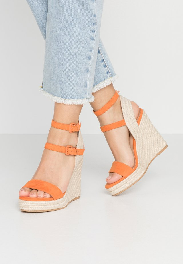 High heeled sandals - orange