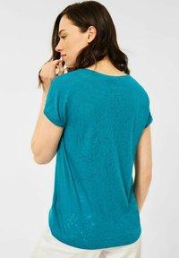 Cecil - MIT BURNOUT-OPTIK - Print T-shirt - blue - 1
