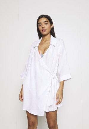 BEACH EDIT COASTAL WRAP DRESS - Ranta-asusteet - white