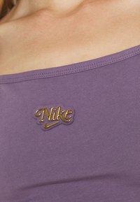 Nike Sportswear - FEMME - Vestido ligero - amethyst smoke/metallic gold - 4