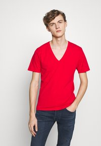 DRYKORN - QUENTIN - T-shirt - bas - red - 0