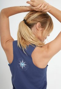 Yogasearcher - PARIPURNA - Top - midnight - 4