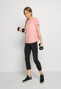 ONLY Play - Camiseta estampada - strawberry pink/white gold - 1