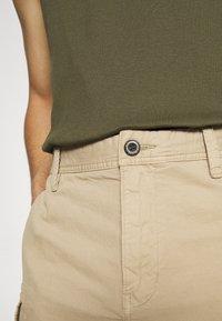 s.Oliver - BERMUDA - Shorts - beige - 5