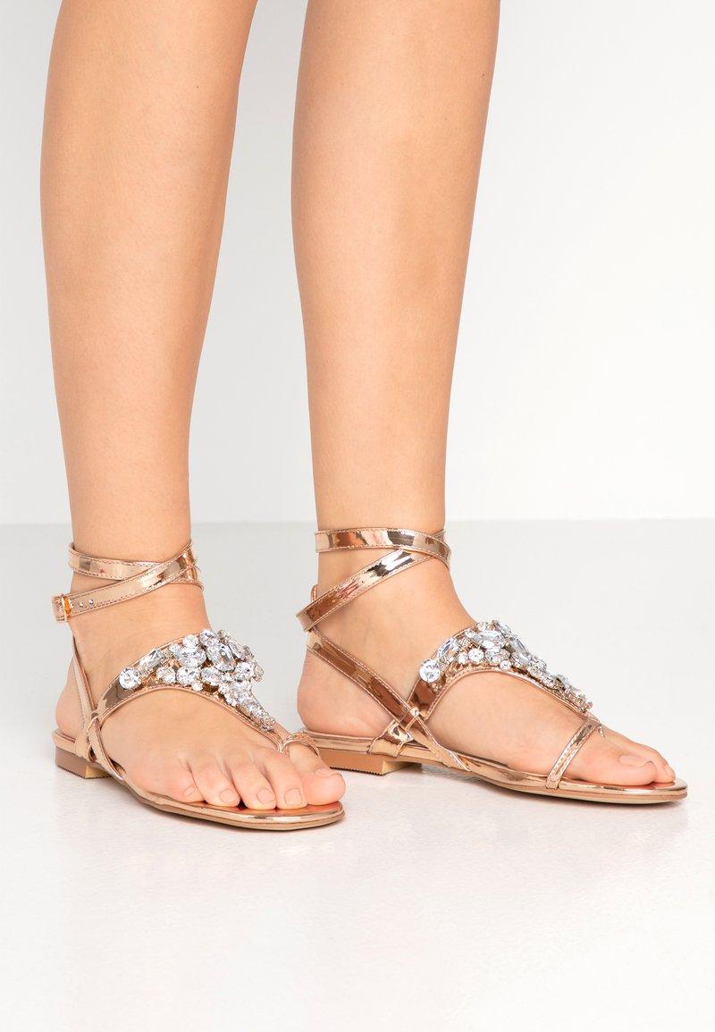 Public Desire - ELISE - Sandály s odděleným palcem - rose gold