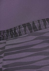 Nike Performance - STRIKE - Urheilushortsit - black/dark raisin/siren red - 4