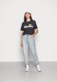 Ellesse - ALBANY - T-shirt z nadrukiem - dark grey marl - 1