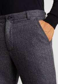 Minimum - UGGE - Trousers - navy blazer - 3