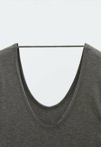 Massimo Dutti - FLIESSENDES - Jersey dress - grey - 3