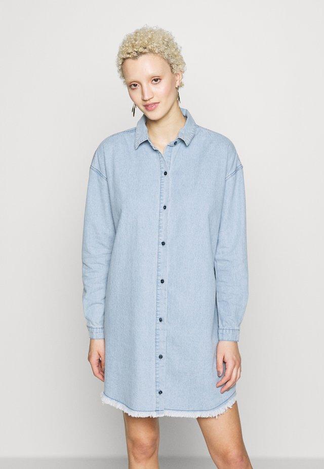 OVERSIZED DRESS STONEWASH - Denim dress - blue