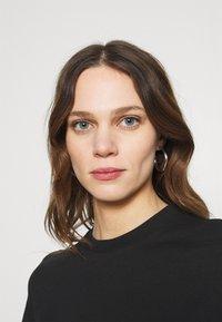 Calvin Klein Jeans - MIRRORED LOGO BOXY TEE - Printtipaita - black/bright white - 3