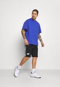 Nike Sportswear - REPEAT  - Shorts - black/white - 1