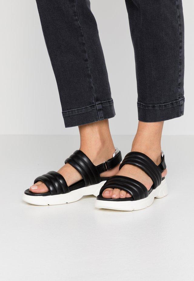 Korkeakorkoiset sandaalit - schwarz