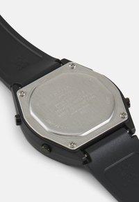 Casio - Digitální hodinky - black - 2