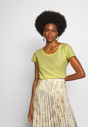 Basic T-shirt - light lemon
