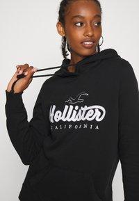 Hollister Co. - TECH CORE - Sweat à capuche - black - 4