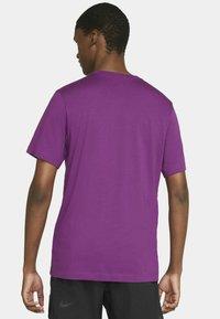 Nike Sportswear - CLUB TEE - T-shirt - bas - viotech white - 2