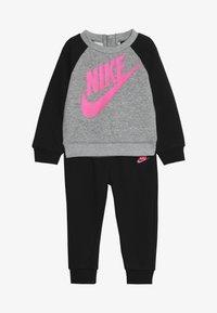 Nike Sportswear - CREW PANT BABY SET - Sudadera - black - 3